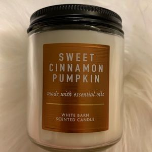 Sweet cinnamon pumpkin candle